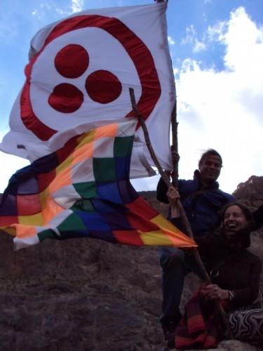 Esta foto se toma en el acto final de la Marcha Mundial por la Paz que convocó el Movimiento Humanista y a la cual adherimos con Presencia, miles de entusiastas activistas para que vuelva a reinar la cordura y el sentido común en nuestra amada Tierra. En la foto: Rodrigo Salas y Mahi.
